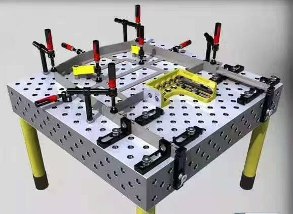 三维性焊接平台也叫三维孔系柔性平台,三维焊接工作台, 三维柔性平台 ,是三维柔性组合工装夹具系统的基础平台。四个侧面和上平面为功能面,构成五面体;D28系列平台孔距为100mm,平面刻有 100x100的网格线,方便工件目视检测。根据客户要求,在平台的两直角边上面可以刻画毫米标度尺台面采用网格孔形式。平台尺寸最大可达 6000x3000mm,也可以根据实际需要来定制。它不仅可以作为焊接 平台 使用,也可以作为装配平台、检测平台等。 三维柔性焊接平台材料:优质HT300 通过严格的人工时效+180天自然时效